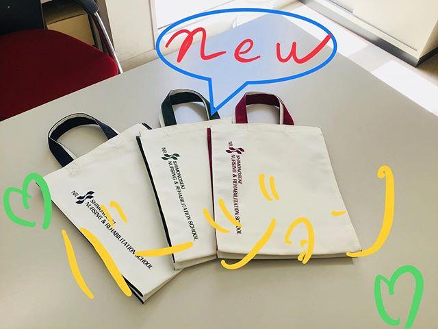 新色のバッグが入荷しましたヽ(´▽`)/今後のオープンキャンパスやイベントでお渡ししますので、是非9月9日のオープンキャンパスにお越しください!