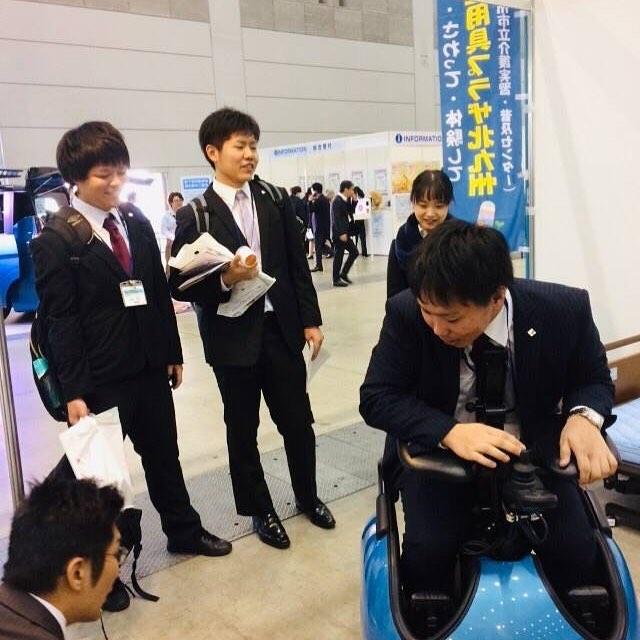 西日本国際福祉機器展に2年生が参加あいてきました。触れる機会の少ない機器ばかりで、学生も楽しく勉強出来たみたいでした(*´꒳`*)