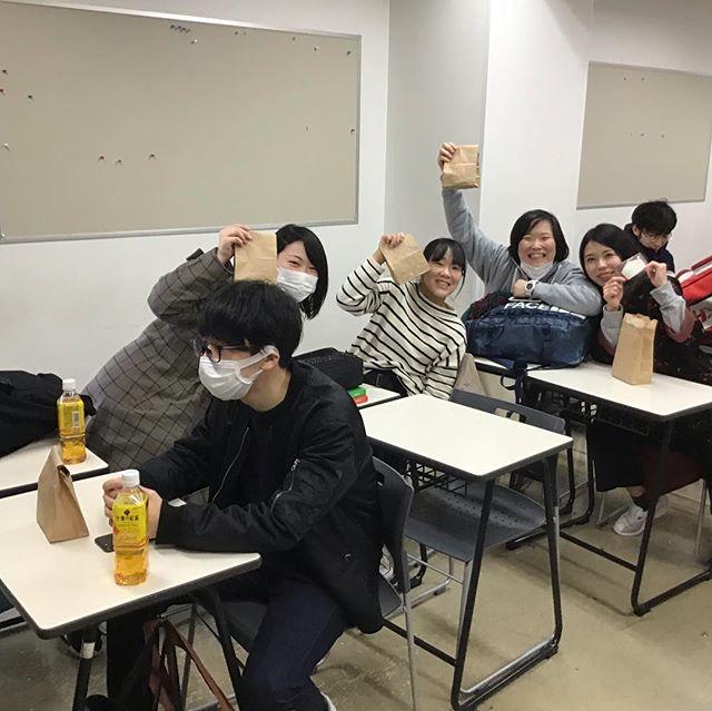 国家試験を受けにこれから福岡に向かいます!ちょっとその前に、理学療法学科、看護学科、事務の職員からのお菓子とメッセージカードが手渡されました!全員で頑張って来ます!#下関 #看護 #理学療法士 #PT #NS #下関看護リハビリテーション学校 #リハビリ #専門学校 #病院 #山口 #shimonoseki #yamaguti #school #下リハ #医療 #オープンキャンパス #国家試験 #全員合格
